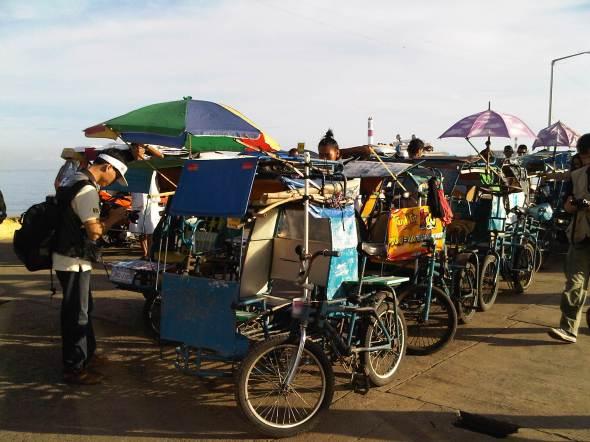 Becak sepeda di Pelabuhan Toledo City. Foto oleh: Kristupa Saragih dengan BlackBerry 9700
