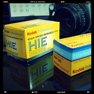 Kodak High-Speed Infrared HIE dan Kodak Ektachrome Plus EPP. Foto oleh Kristupa Saragih