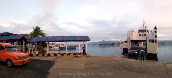 KMP Teluk Ambon merapat di Galala, Ambon, Maluku. Foto oleh Kristupa Saragih